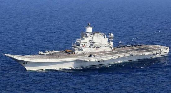 """印度的""""维克拉马提亚""""号航母,前身为俄罗斯的""""戈尔什科夫""""号,由于俄罗斯造船业的问题,整个航母的改装过程非常漫长"""