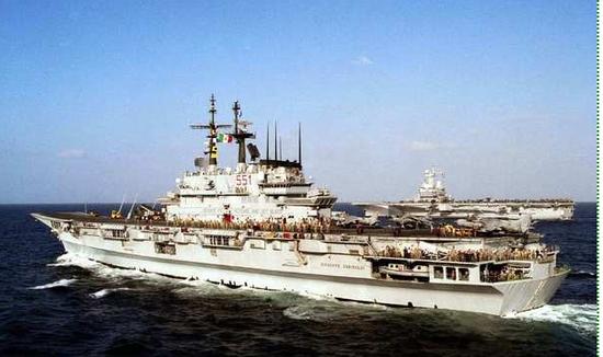"""意大利海军加里波第号航母也是以""""鹞""""式为主要作战力量"""