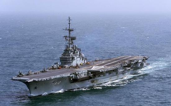 """巴西购自法国的二手航母""""圣保罗""""号,目前已经退役"""