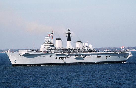 """英国皇家海军无敌级航母,、""""鹞""""式战机的主要用户"""