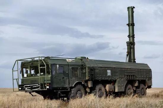 """""""伊斯坎德尔""""导弹中的9M728巡航导弹发射车"""
