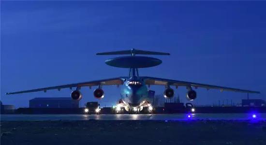 """空警-2000开启了中国武器""""领先一代""""的先河"""