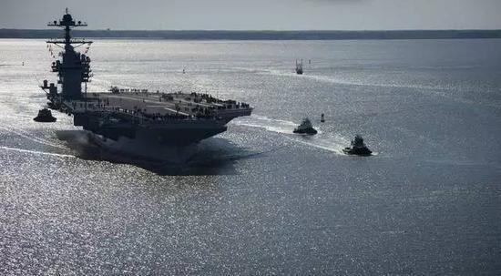 此刻美国巨资打造的福特号航母也正式亮相准备服役
