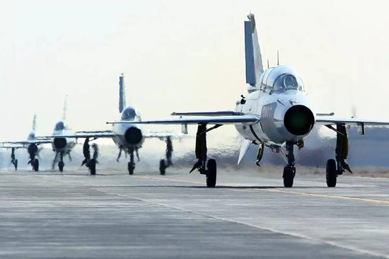 中国依然保有大量的歼-7/8机群