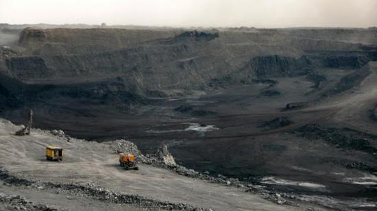 位于蒙古国南部的世界大型煤矿塔温陶勒盖。资料图