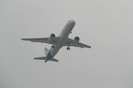 国产大飞机C919首飞成功