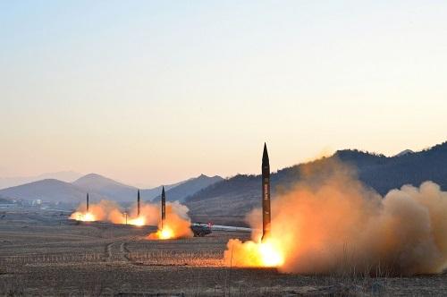 资料图:朝鲜发射4枚弹道火箭
