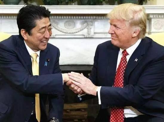 特朗普为吹嘘F35把日本黑惨 安倍竟还特意感谢川普