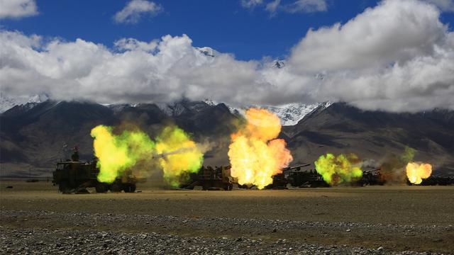印度买美M777炮!中国自行卡车炮高原演习回击