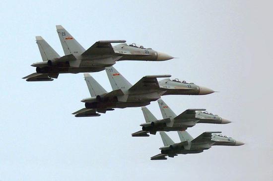 东海舰队航空兵装备的苏-30MK2战斗机。图片作者:@DS北风 非常感谢。
