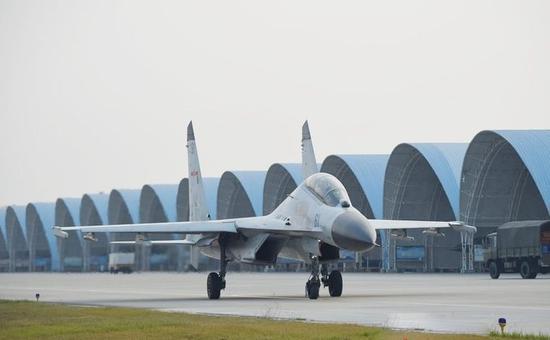 海军航空兵装备的歼-11BH战斗机与空军使用的歼-11B基本没有改动。