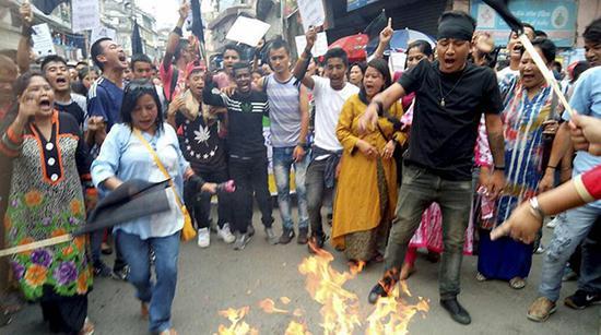 由于相邻的西孟加拉邦大吉岭骚乱,锡金邦出现物资中断(来源:印度斯坦时报)