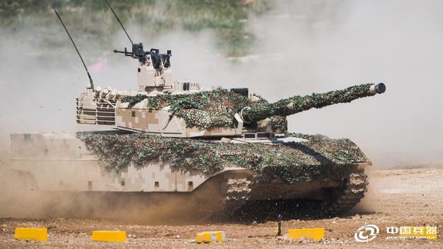 颜值和战力都爆表!中国VT4和VT5外贸坦克炫技