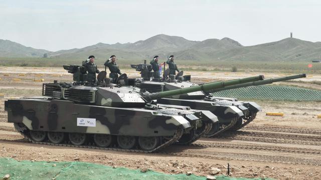 感受钢铁猛兽的威猛!中国装甲日活动现场酷图
