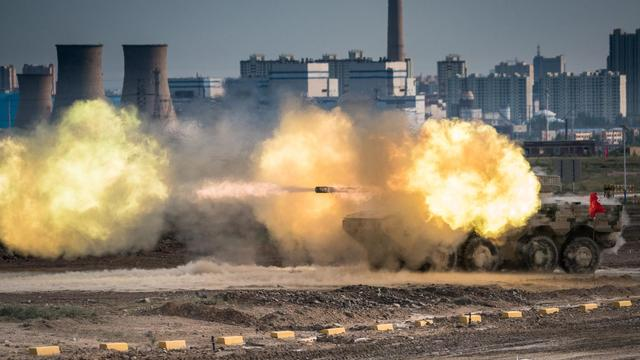 ST1主炮怒射!中国多种新型步兵战车亮相活动