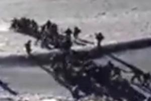疑似中印士兵班公湖对峙 互扔石块视频曝光(视频)