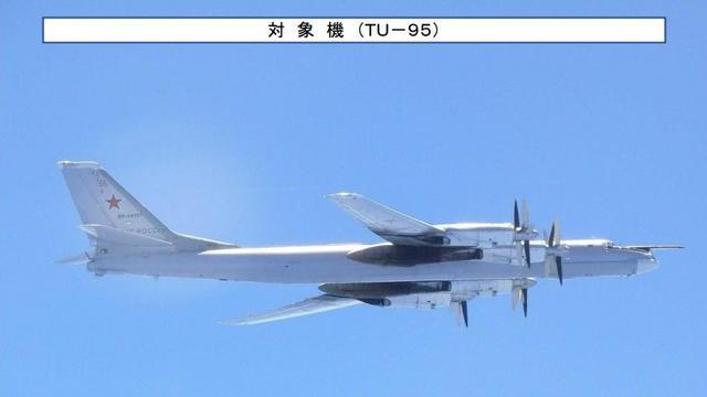 日常调戏自卫队!俄罗斯2架图95轰炸机绕飞日本