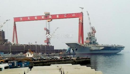 国产航母新进展桅杆再搭脚手架