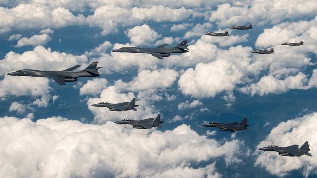 又来吓唬朝鲜?美国B1轰炸机和F35首秀联合轰炸