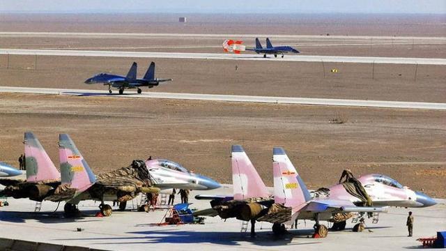 """揭秘三支中国空军中的""""美军""""部队:通话都是英语"""