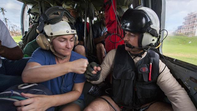 谁说美军没援救的!美军1万6千人救援维京群岛
