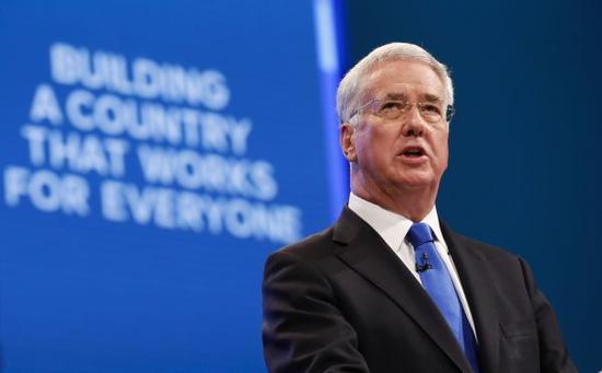 10月3日,在英国曼彻斯特,英国国防大臣迈克尔·法伦在2017年英国保守党年度大会上发言。新华社记者韩岩摄