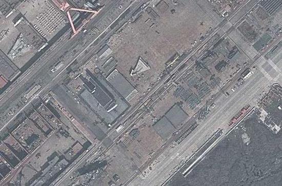江南造船厂的卫星图中有疑似航母分段