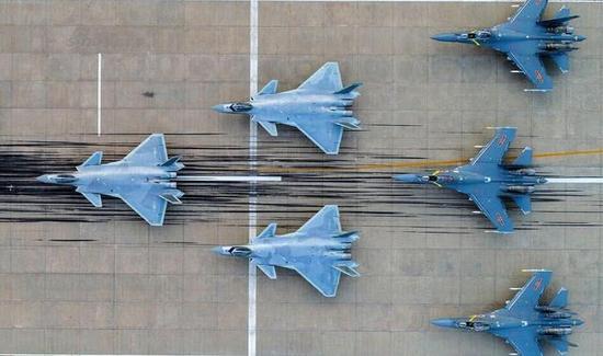 歼-20与歼16