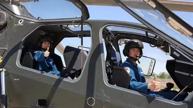 解放军陆航夫妻档!一起驾驶直-19武装直升机