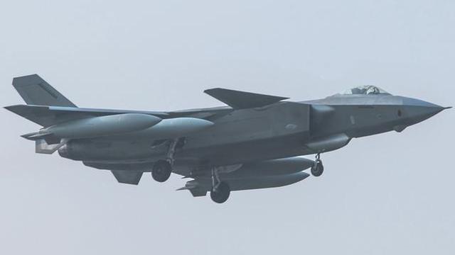 歼20挂4具副油箱试飞照再曝光!展示不逊F-22能力
