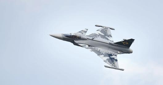 印媒:阵风并非印军唯一选择 这款战机性价比更高