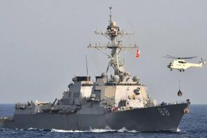 """美媒:美军驱逐舰在南海""""自由航行"""" 进入黄岩岛12海里"""