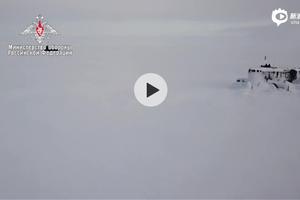 俄军首次在北极冰层同时上浮3艘德尔塔IV型核潜艇