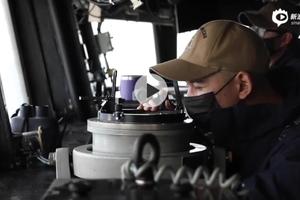 美海军发布麦凯恩号导弹驱逐舰穿航台湾海峡的视频