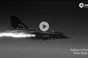 """印度光辉战机首次成功试射以色列""""怪蛇-5""""空空导弹"""