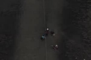 航拍:美挥鞭驱赶难挡上千海地难民蹚河穿越美墨边境