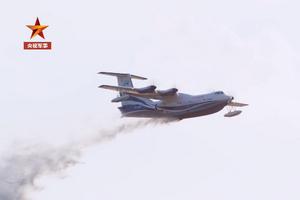 """超高清!珠海航展开幕在即 看""""鲲龙""""AG600空中投水"""