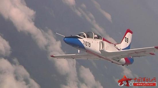 我空军在院校推广高难度训练 学员体验失速尾旋训练|空军|哈尔滨|飞行学院_新浪军事_新浪网