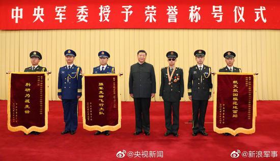 习近平签署命令授予杜富国及3个单位荣誉称号