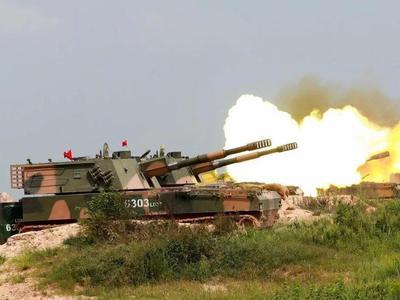 解放軍聯合實彈打擊戰術演練