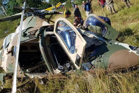 南非直升机坠毁飞行员逃生