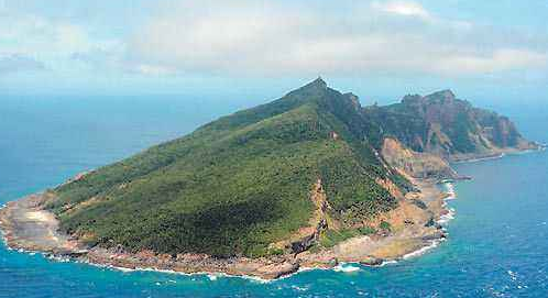 中国海警舰艇编队4月17日在我钓鱼岛领海巡航