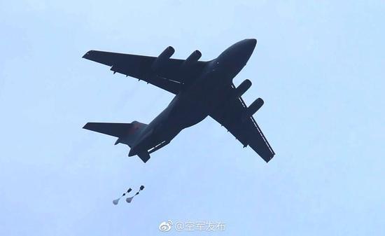 中国空军运20运输机首次开展空降空投训练(图)面包店创业计划书