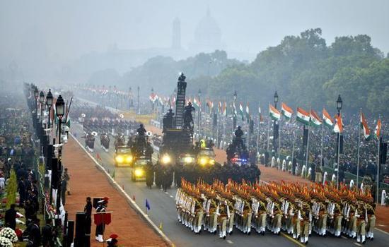 资料图:2017年1月26日,在印度新德里,印度士兵参加共和国日阅兵仪式。