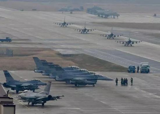 美韩大型联合空军演习有230架战机