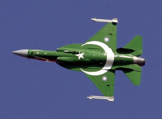 巴军曝光枭龙战机新导弹测试 制导能力超强力压印军