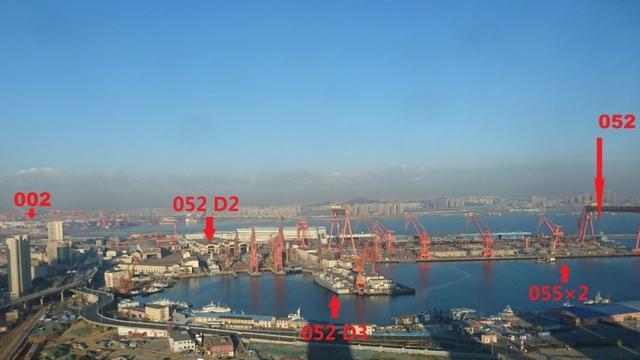 一个造船厂在建一个航母编队!中国某船厂盛况