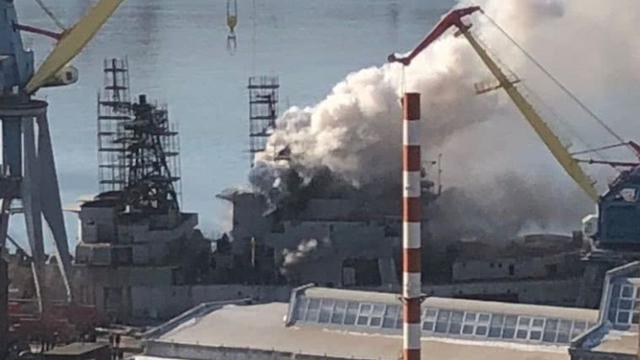 浓烟滚滚:俄军太平洋舰队主力战舰着火损失惨重