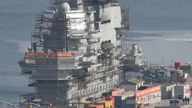 比辽宁舰多一层:国产航母舰岛再曝高清细节图