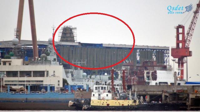 中国055万吨大驱二号舰晒节后新照:离下水已不远